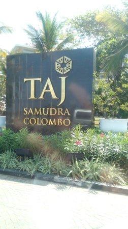 Taj Samudra Colombo: Road side entrance