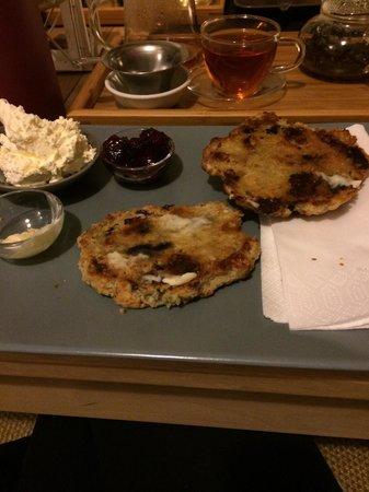 Wabi Sabi Tearoom: Cherry and white chocolate scones, lush!!