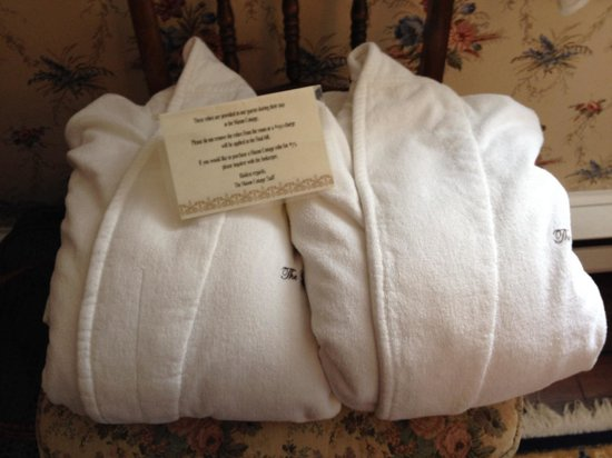 The Mason Cottage Bed & Breakfast Inn: Bathrobes in all suites.