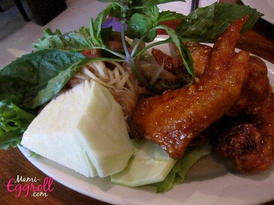 Simply Khmer : Triple combo, wings and papaya salad