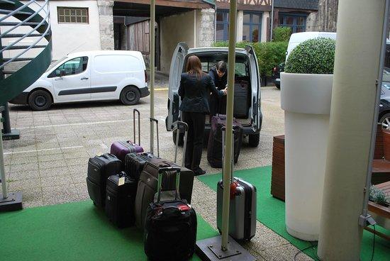 BEST WESTERN Hotel Litteraire Gustave Flaubert: The main entrance