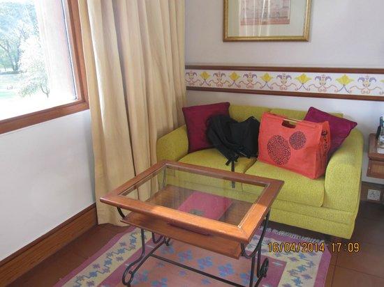 Trident, Agra: sofá de la habitación
