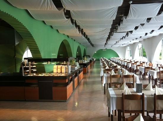 Hotel Beli Kamik: helft van de ontbijtzaal