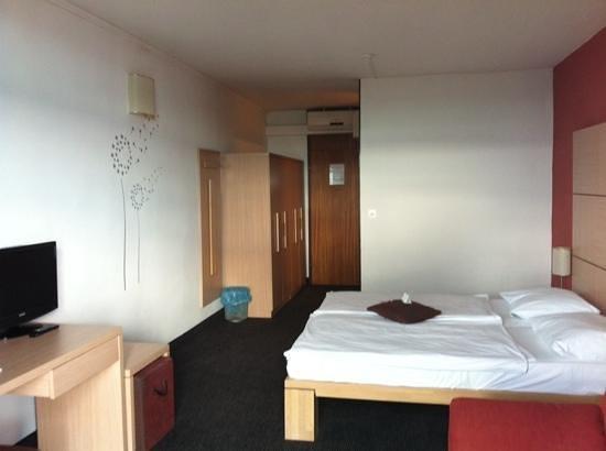 Hotel Beli Kamik : kamer vanaf balkonzijde gefotografeerd