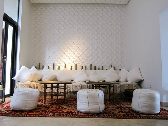 P'tit Habibi: Lounge area