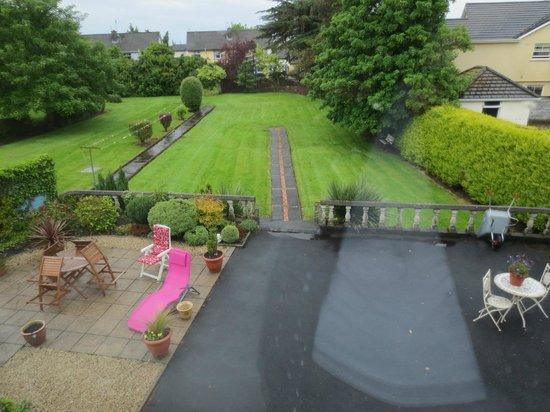 Glenomra House: Back garden