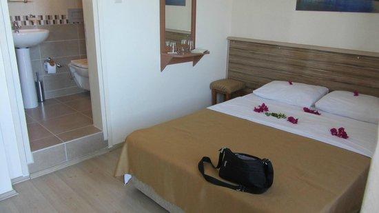 Amphora Hotel: notre chambre