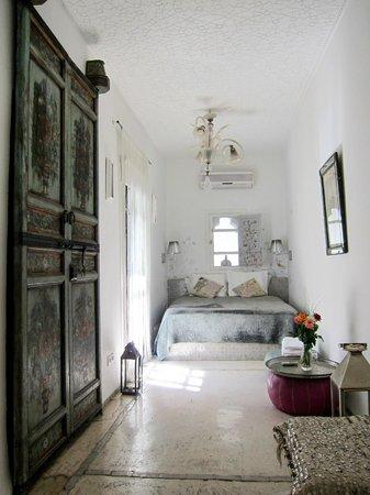 P'tit Habibi: The White Room