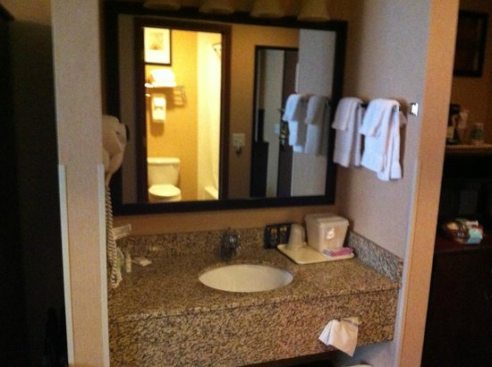 Yellowstone West Gate Hotel: Room