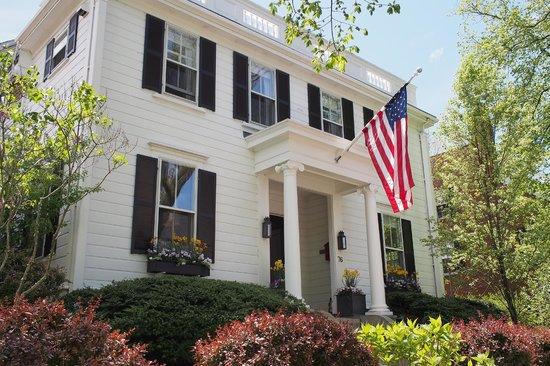76 Main Nantucket: Front entrance