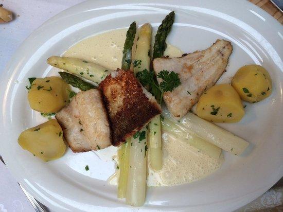Restaurant Schweizerhof am See : Fischfilets mit Spargel
