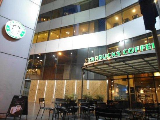 Starbucks Metlife.