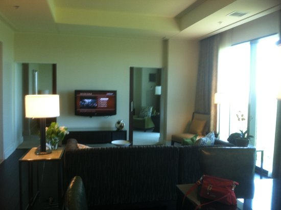The Fox Tower at Foxwoods : Presidential suite living room
