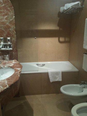 Mercure Roma West: room