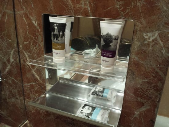 Mercure Roma West: vanity kit