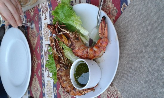 Otantik Grill: perfect grilled prawns with a fresh dill sauce