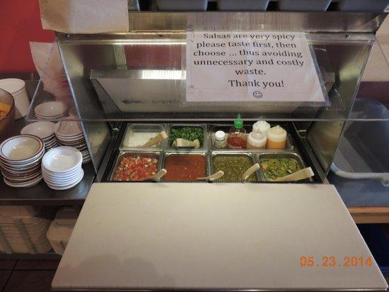 La Cocina de Luz: Free salsa bar