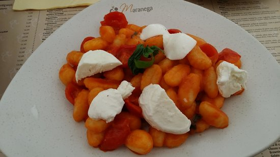 Maranega: Gnocchi with tomato and buffalo mozzarella
