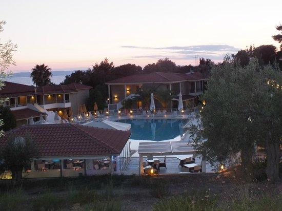 Lagomandra Hotel & Spa: Общий вид на Лагомандра Бич