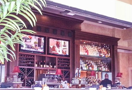 BRIO Tuscan Grille: The bar