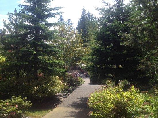 Bonneville Hot Springs Resort & Spa: Gorgeous Outdoor Courtyard at Bonneville Resort & Spa