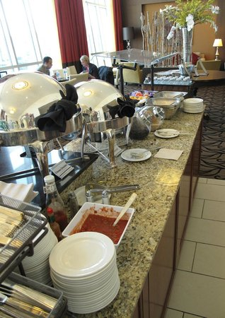 Hilton Omaha: VIP Lounge Continental Breakfast