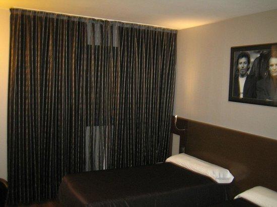 Hotel Tach Madrid Airport: Habitación