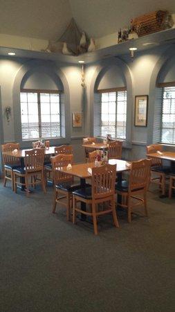 Crab Cakes Restaurant: Back Room