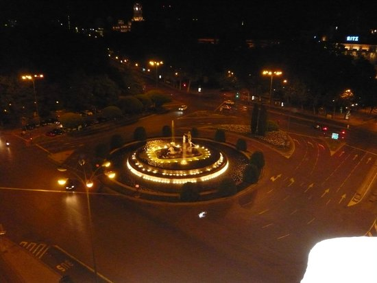NH Collection Paseo del Prado: Neptune's Fountain -night