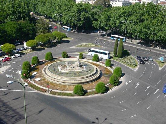 NH Collection Paseo del Prado: Neptune's Fountain -day