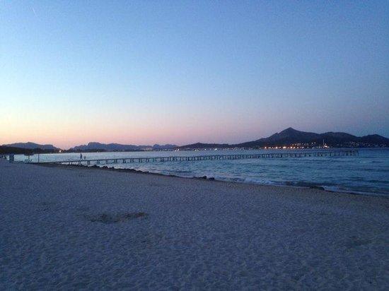 Eix Lagotel: sunset at the beach