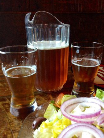 The Oasis: Great beer -- fabulous Greek salad!