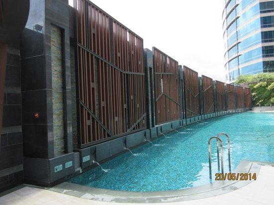 Royal Plaza Hotel: 40メートルプール