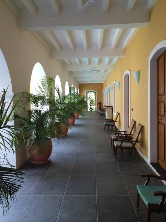 Palais de Mahe: The corridor outside our room