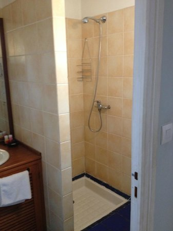 Le Combava : Room 10 shower
