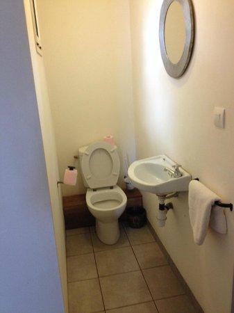 Le Combava: Room 10 water closet