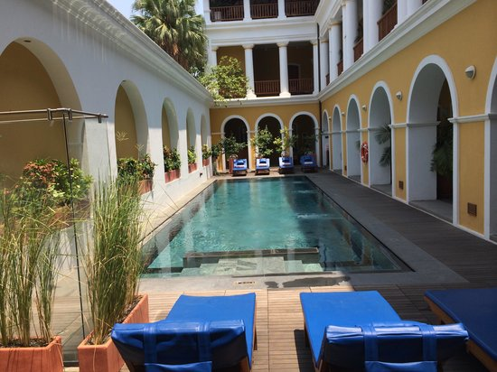 Palais de Mahe: The pool