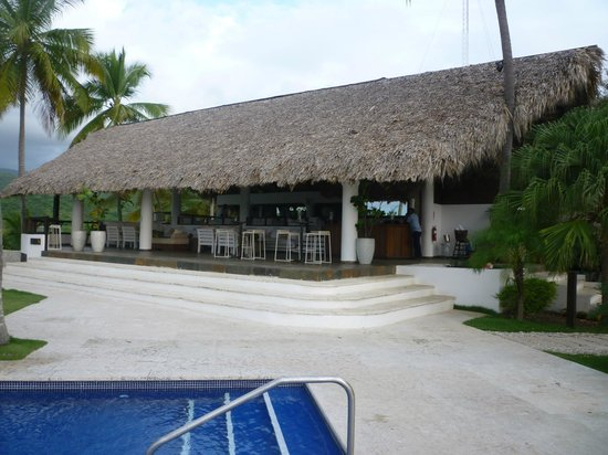 Casa Bonita Tropical Lodge: This is the only restaurant and also bar area...fantastic!