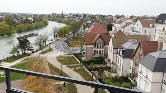 Residhome Neuilly Bords de Marne: The river view from my room balcony