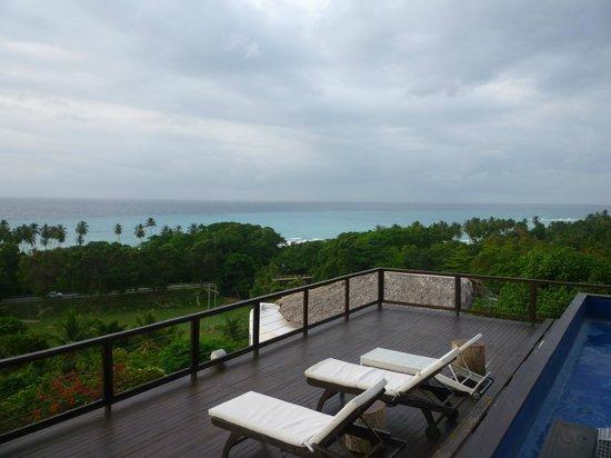 Casa Bonita Tropical Lodge: Looking from the pool area