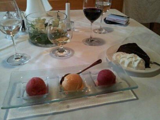 Heinzle: Dessert Apricot Sorbet & Chocolate Cake