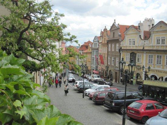 Château de Prague : Walking up to the Prague Castle