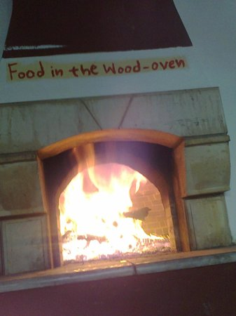 Oasis Tavern : traditional food in the wood oven...!!!!