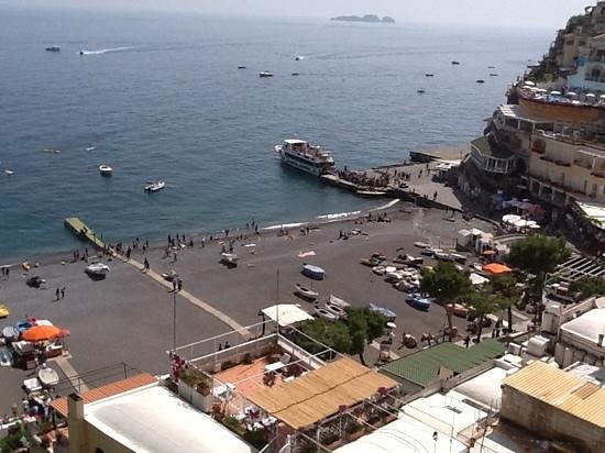 Hotel Buca di Bacco: The ferry landing from our room.