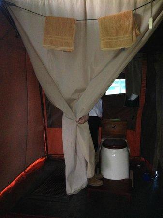 Serengeti Wilderness Camp: Zona ducha y baño