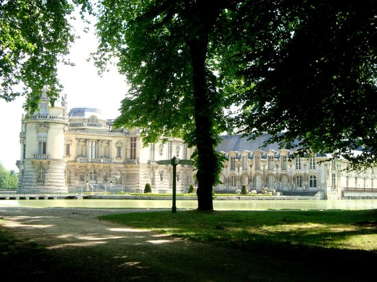 Château de Chantilly : Вид на замок из парка