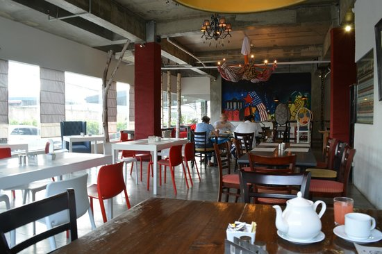 The Henry Hotel Cebu: breakfast area/restaurant
