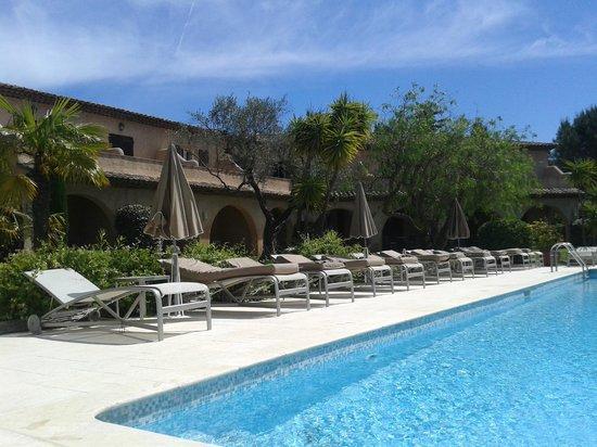 Hôtel La Garbine : Am Pool
