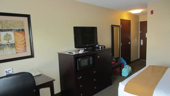 Holiday Inn Express Portland - Jantzen Beach: HD tv
