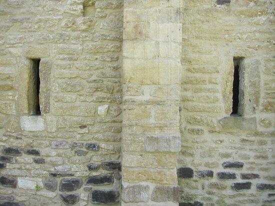 San Miguel de Lillo: Detalle del exterior